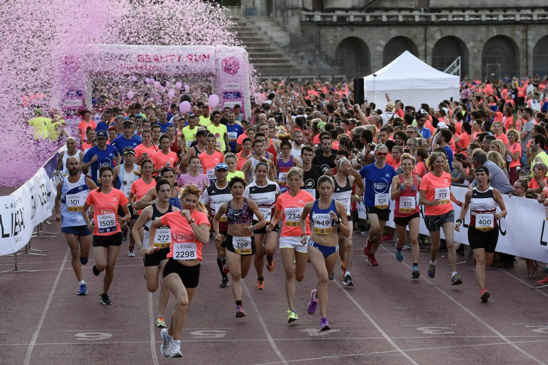 Foto LaPresse - Marco Alpozzi 17 06 2017 Milano ( Italia ) Sport Lierac Beauty Run 2017, la corsa dedicata alle donne. Nella foto: Partenza   Photo LaPresse - Marco Alpozzi June 17, 2017 Milan ( Italy ) sport Lierac Beauty Run 2017, the race dedicated to women. in the pic: Partenza