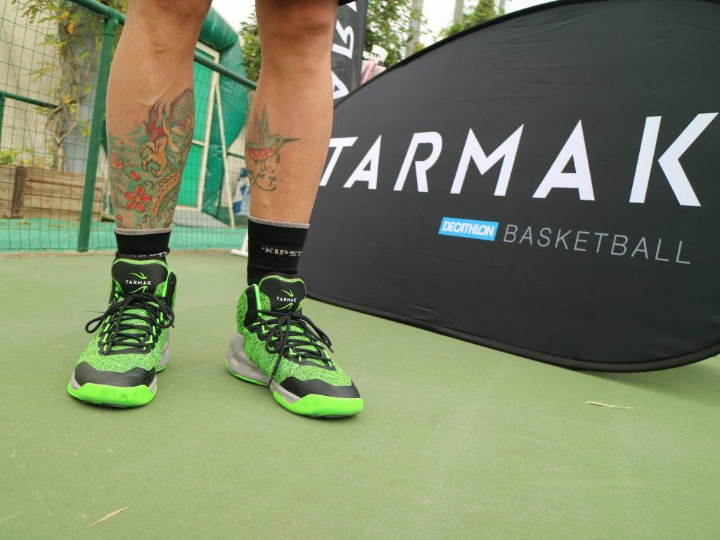 Variante di colore delle nuove scarpe Tarmak, da basket