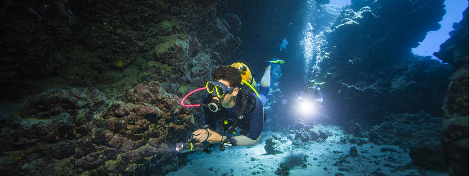 un sub si immerge in Egitto con l'attrezzatura Decathlon Subea