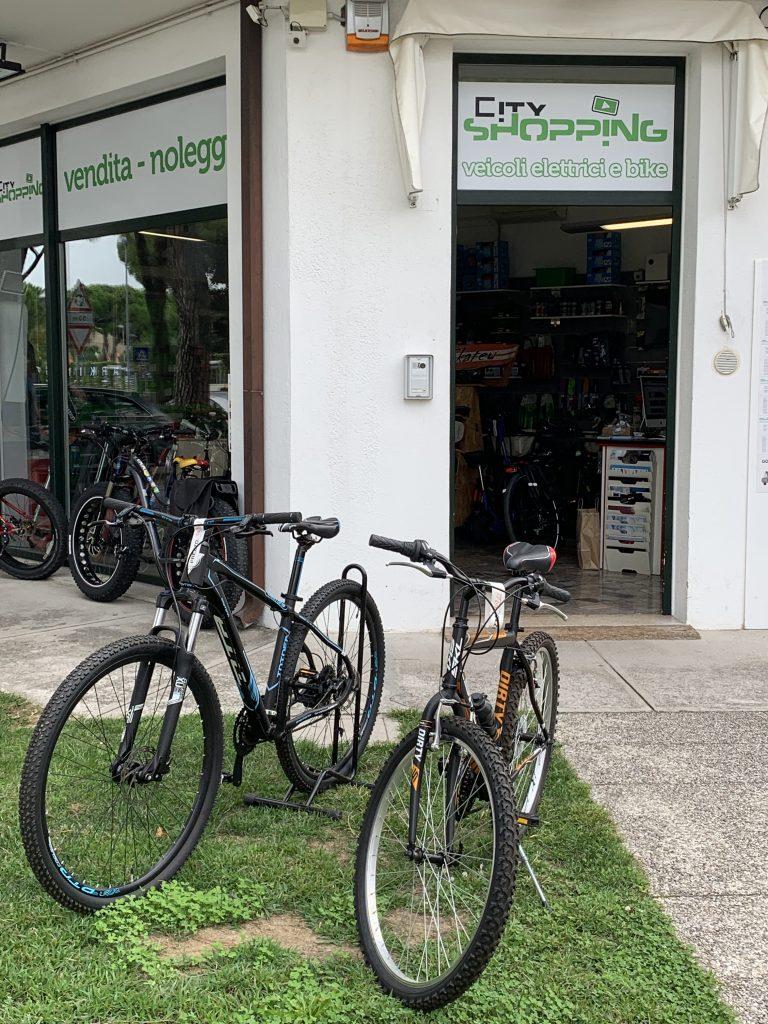 Da City Shopping si noleggiano le bici a Lignano Sabbiadoro. Noleggio Bici a Lignano Sabbiadoro