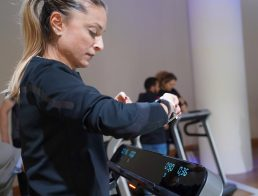 Daniela Schicchi indossa Galaxy Watch Active2 Under Armour® Edition 44MM